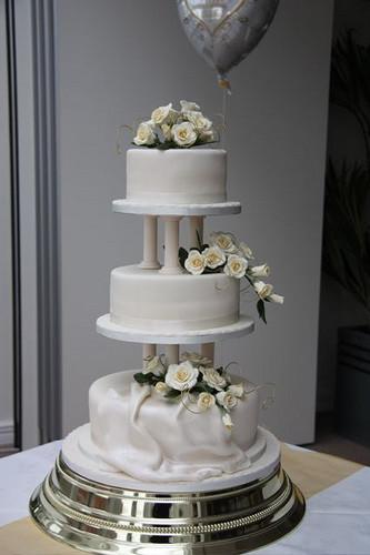 Wedding Cakes With Pillars  Wedding cake 38