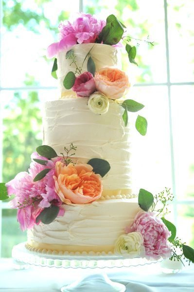 Wedding Cakes With Real Flowers  Hy Vee To The Rescue Grocery Store Wedding Flowers and
