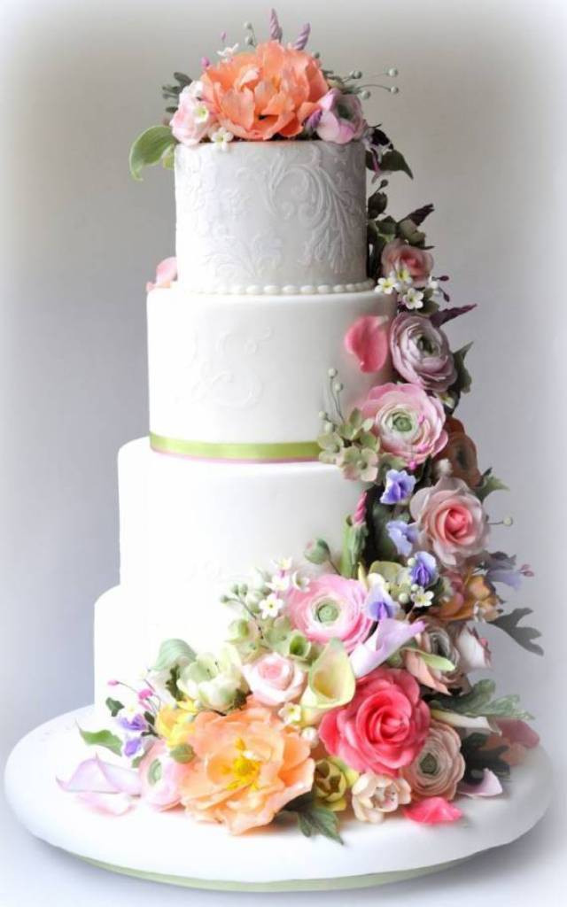 Wedding Cakes With Real Flowers  5 Stunning Wedding Cakes With Sugar Flowers That Look Real