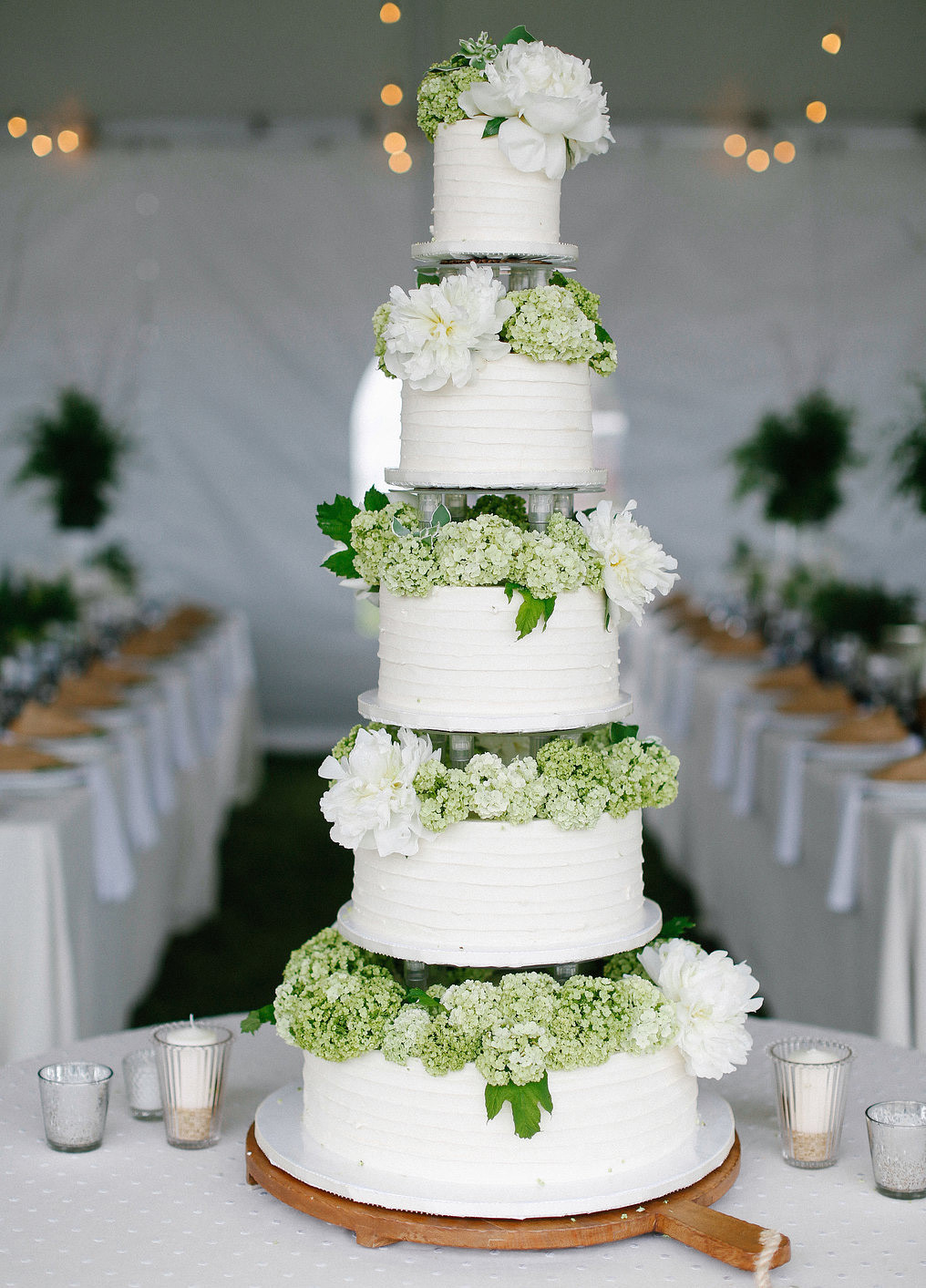 Wedding Cakes With Real Flowers  Wedding cake real flowers idea in 2017