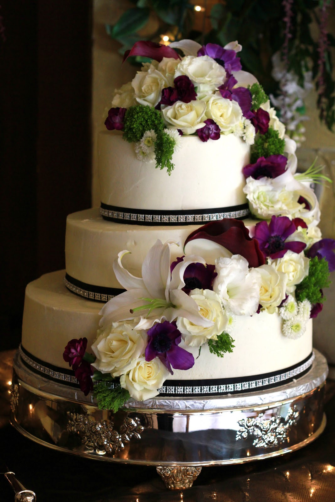 Wedding Cakes With Real Flowers  Exquisite Cookies 3 Tier wedding cake with fresh flowers