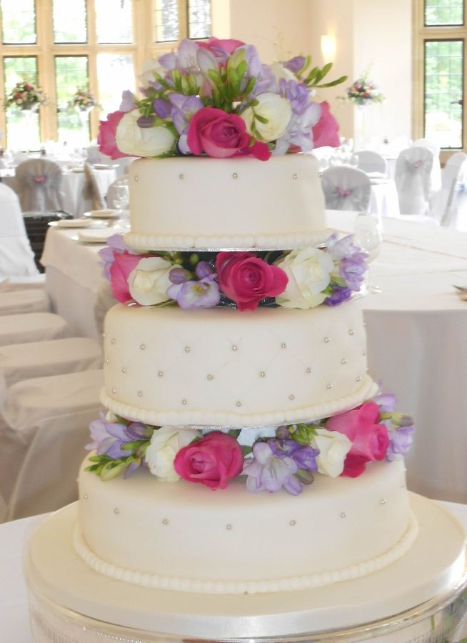 Wedding Cakes With Real Flowers  wedding cakes with real flowers