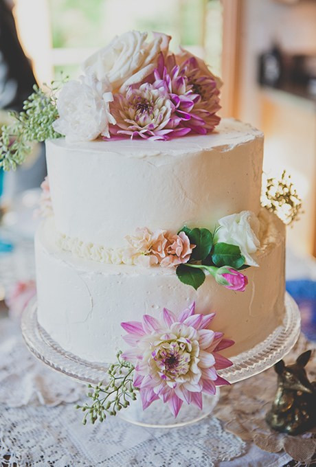 Wedding Cakes With Real Flowers  White Buttercream Wedding Cake with Fresh Flowers