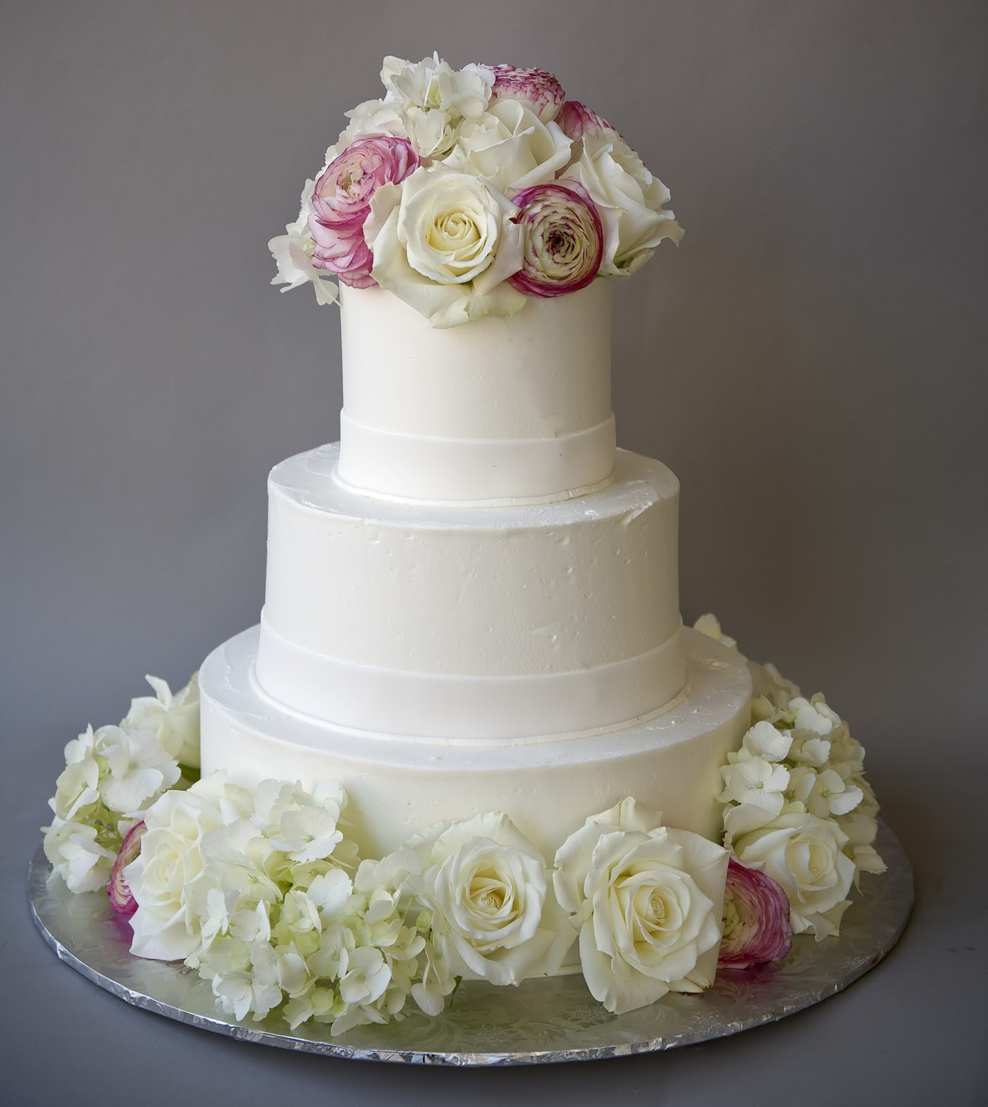 Wedding Cakes With Real Flowers  Real flowers on wedding cake idea in 2017