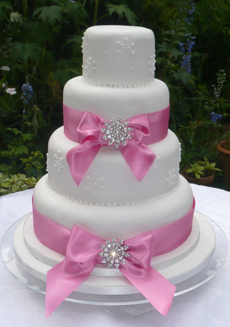 Wedding Cakes With Ribbon  Carmageddon Wedding Ideas Ribbon Brooch Wedding Cakes
