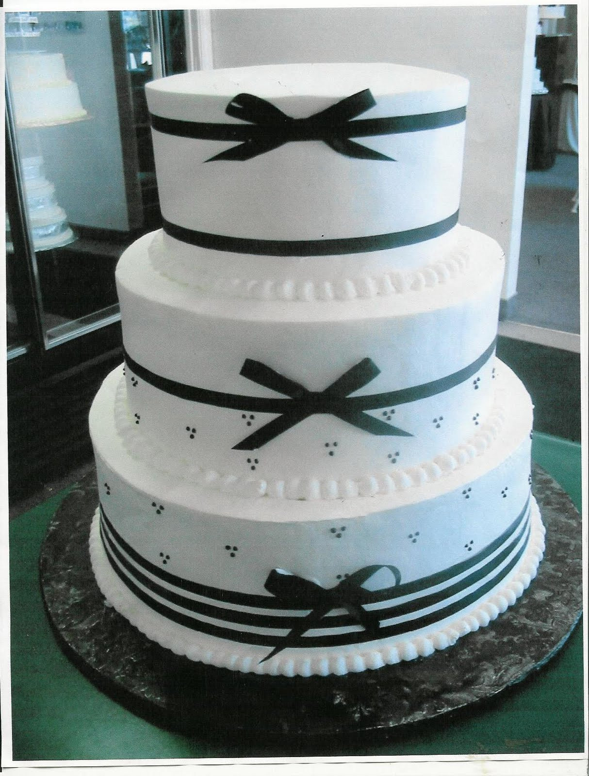 Wedding Cakes With Ribbon  Beautifull Wedding Cakes With Ribbon Decorate
