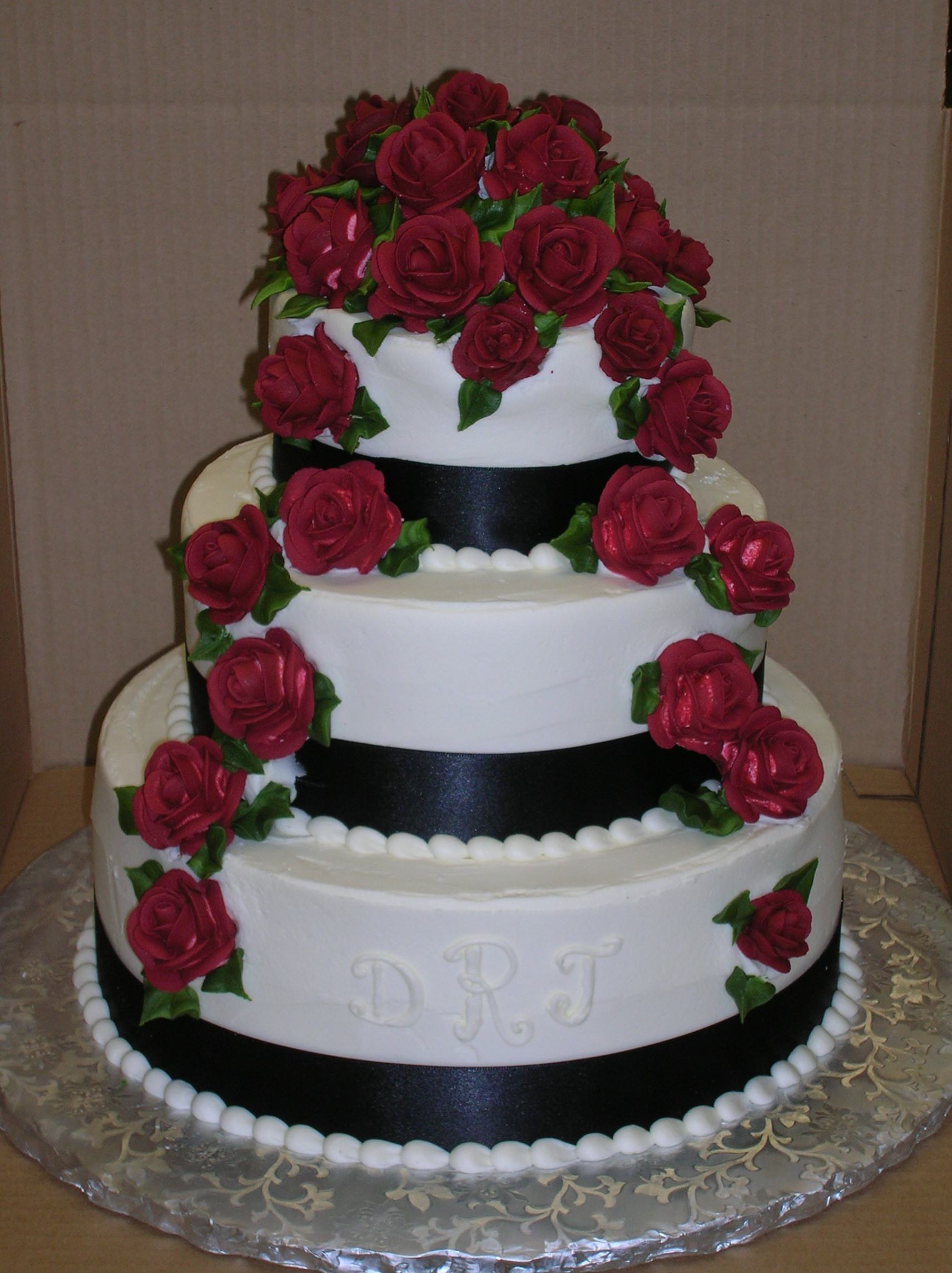 Wedding Cakes With Ribbons  Veronica s Sweetcakes 5 Winter Black Ribbon Red Roses