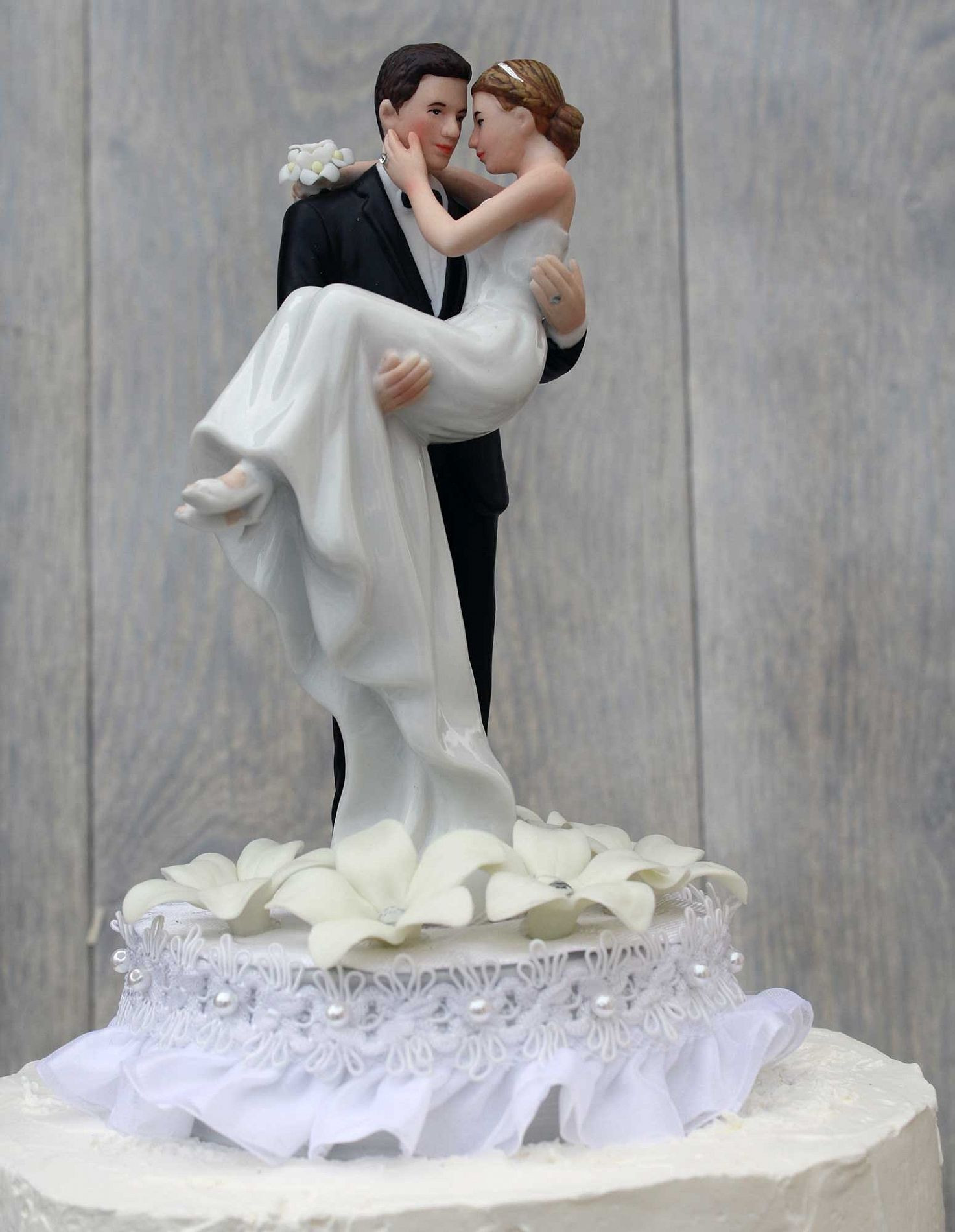 Wedding Cakes With Toppers  Traditional wedding cake toppers bride and groom idea in