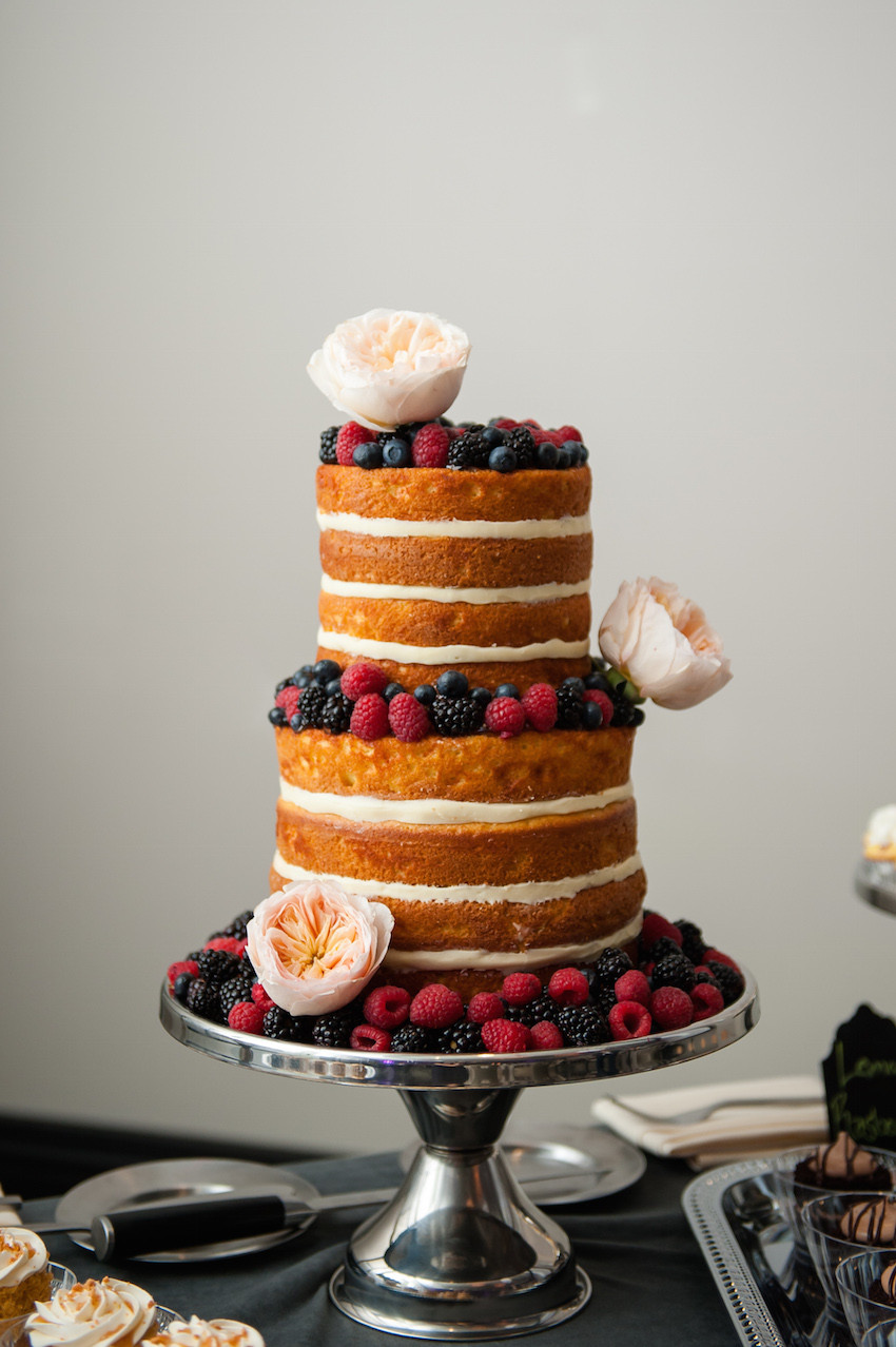 Wedding Cakes Without Frosting  Get the Look of Penn Badgley & Domino Kirke s Naked Cake
