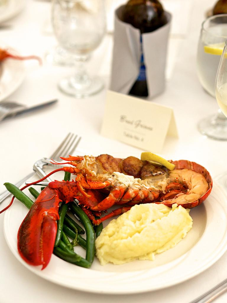 Wedding Dinner Ideas  17 Reception Food Ideas for Your Main Dish