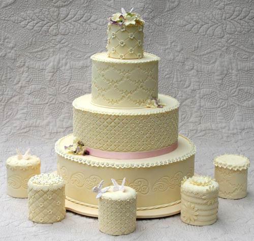 Wedding Miniature Cakes  Adorable Mini Wedding Cakes