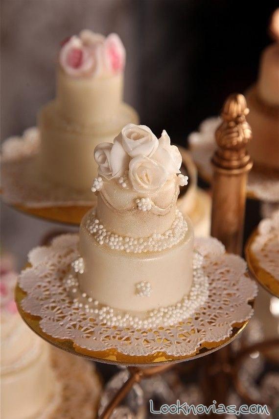 Wedding Miniature Cakes  Mini cakes para un gran postre de boda