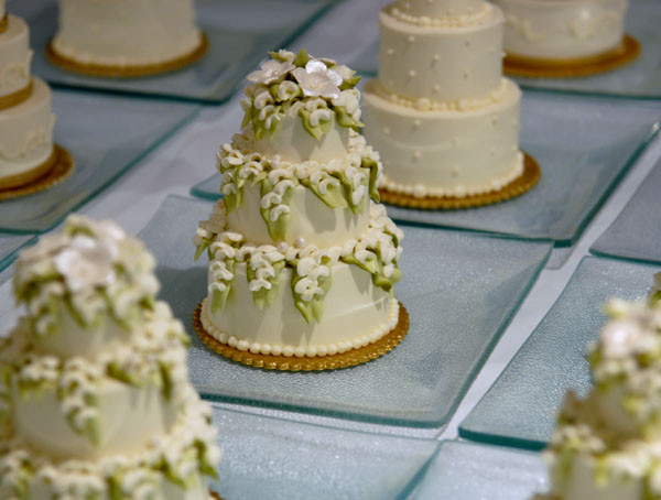 Wedding Miniature Cakes  The Awesometastic Bridal Blog Mini Wedding Cakes