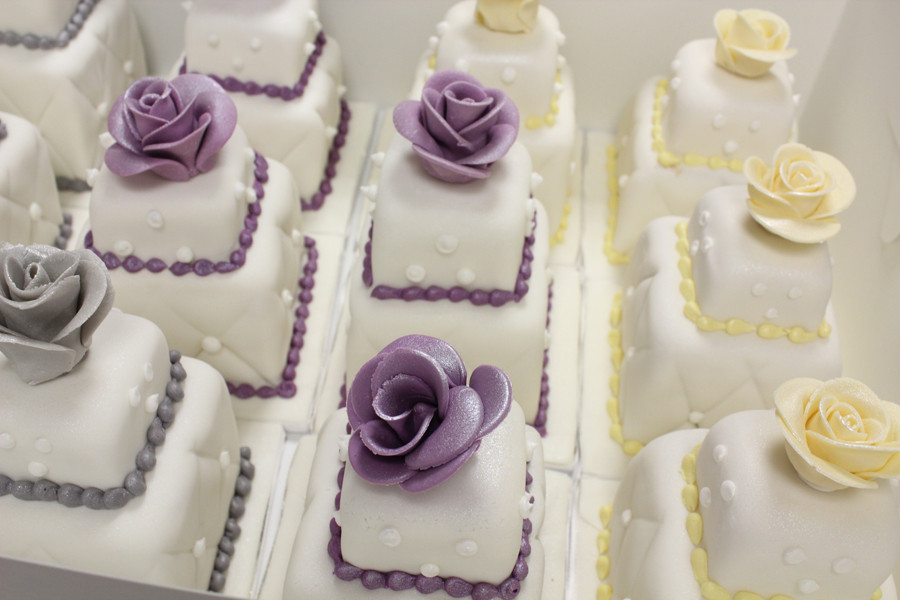 Wedding Miniature Cakes  100 mini wedding cakes marathon