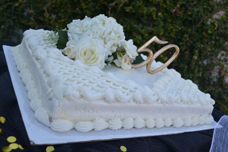 Wedding Sheet Cake Costco  Who would ve thought a $17 99 Costco cake could look this