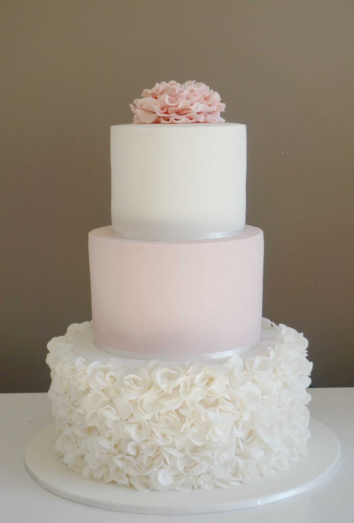 Wedding Tiered Cakes  PINK AND WHITE WEDDING CAKE VERY PRETTY 3 tier cake with