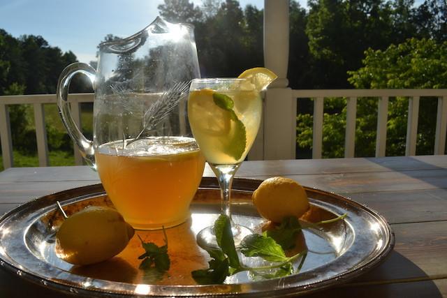 Whiskey Summer Drinks  Whiskey and Lemonade Cocktail