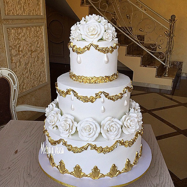 White And Gold Wedding Cake  Gold Wedding Cakes