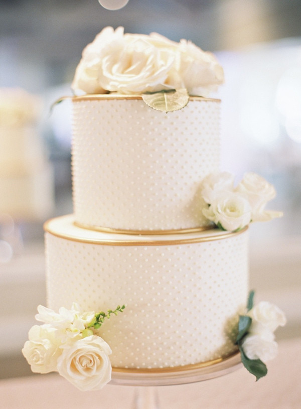 White And Gold Wedding Cake  20 Gorgeous Wedding Cakes That WOW