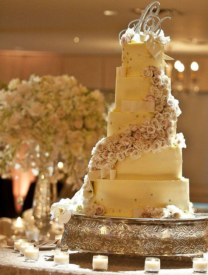 White And Gold Wedding Cakes  White And Gold White And Gold Wedding Cake