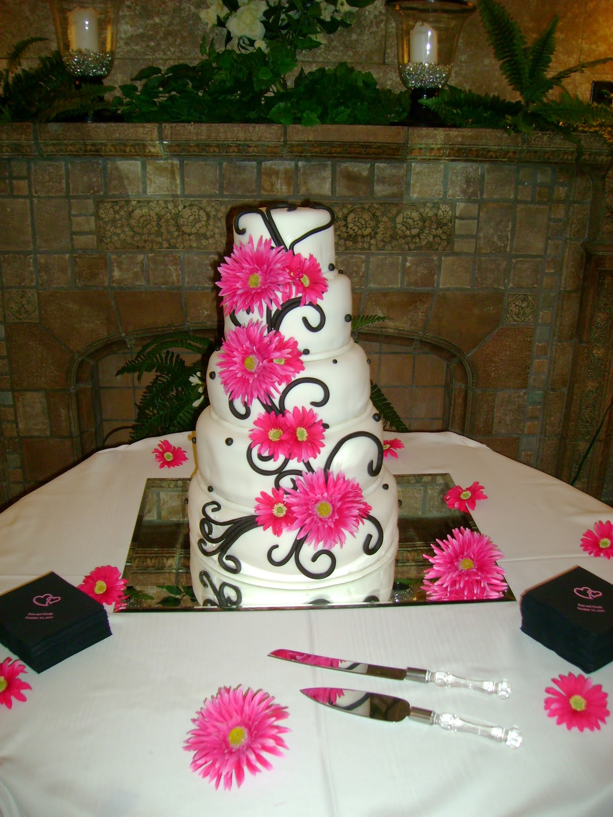 White And Pink Wedding Cakes  Black white and pink wedding cakes idea in 2017