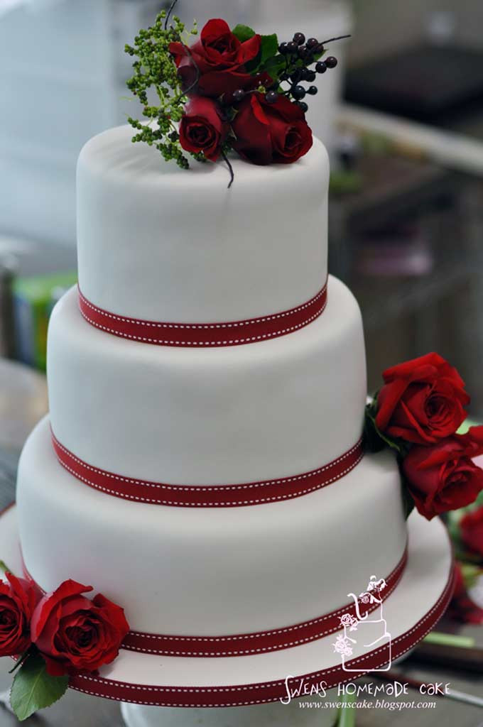 White And Red Wedding Cakes  Red and white wedding cakes idea in 2017
