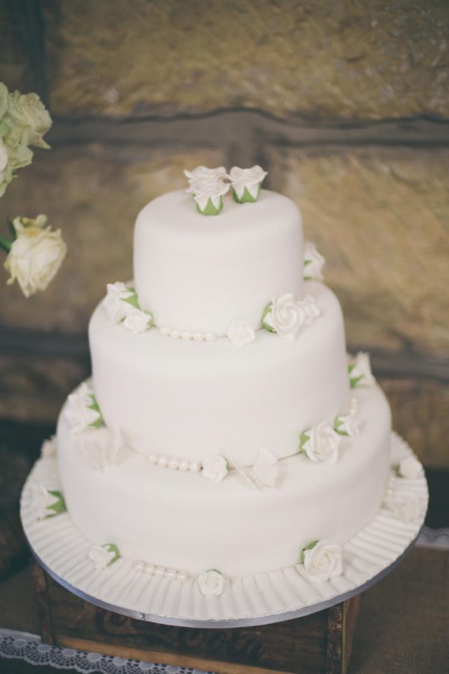 White On White Wedding Cake  25 Amazing All White Wedding Cakes