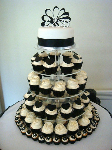 White Wedding Cake Cupcakes  Wedding Cakes Black and White Wedding Cupcakes
