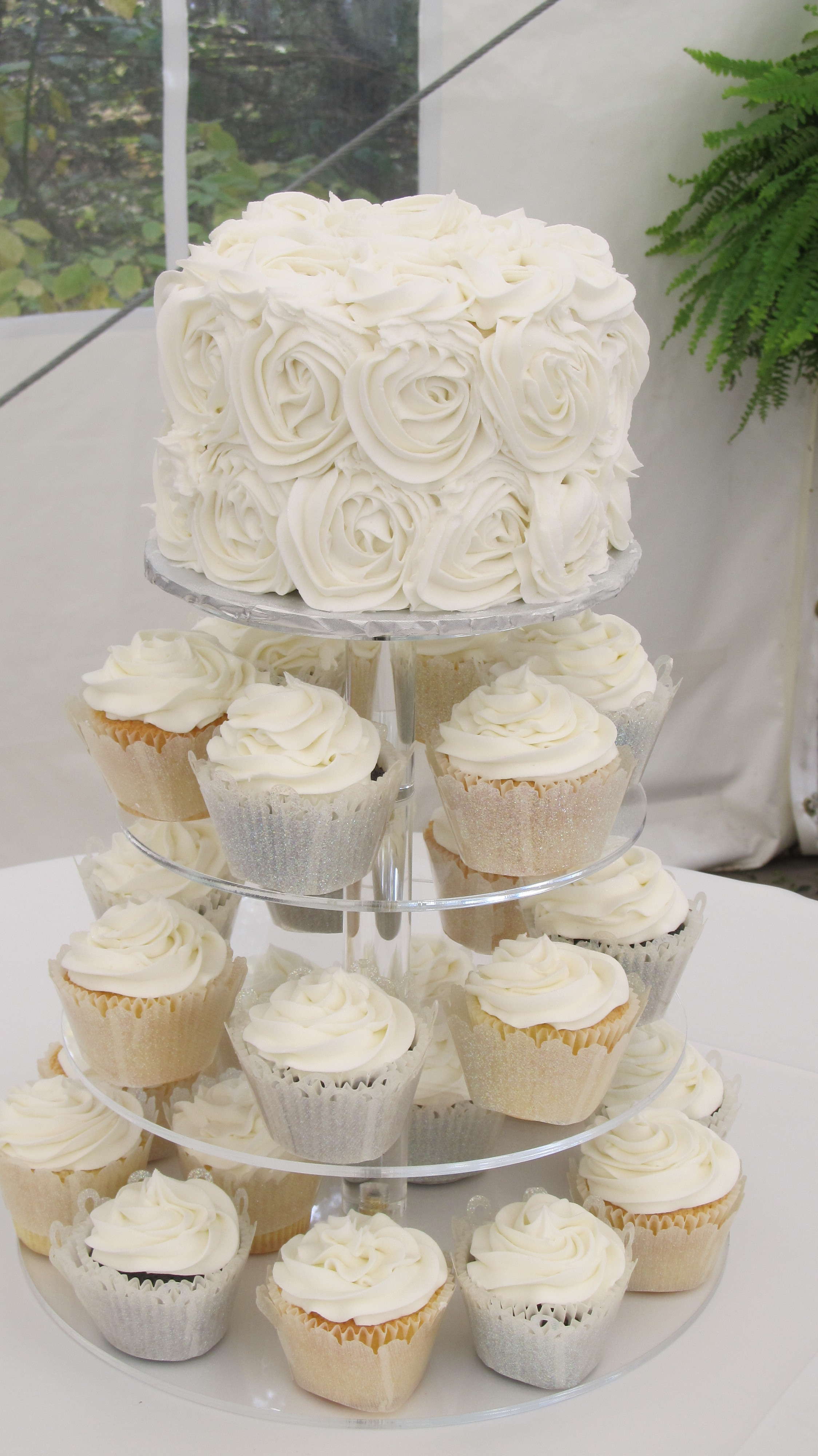 White Wedding Cake Cupcakes  White Wedding Cake Cupcakes