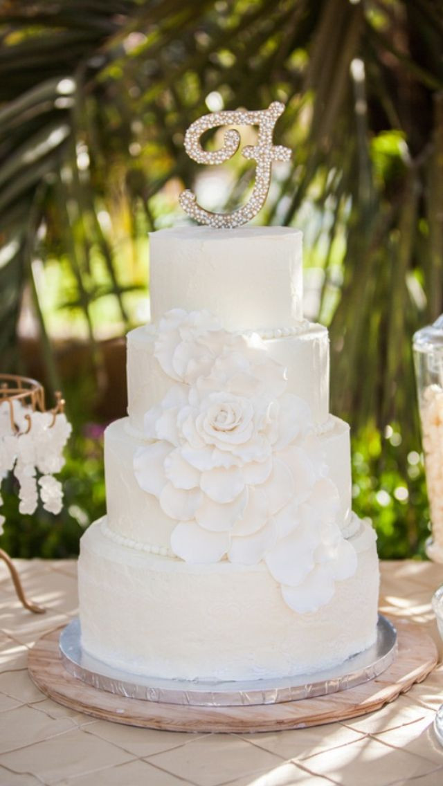 White Wedding Cake Frosting Recipes  Vintage Shabby Chic White Wedding Cake Wedding Cake W