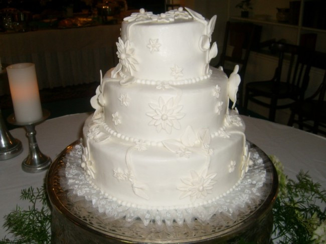 White Wedding Cake Frosting Recipes  White Wedding Cakes With Buttercream Frosting