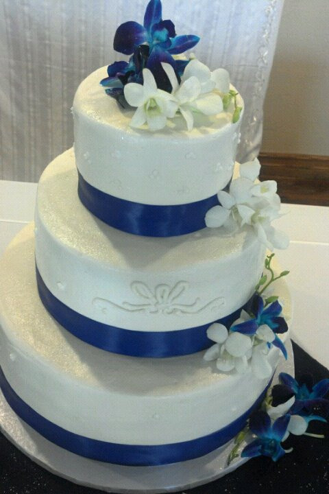 White Wedding Cake Icing  white almond wedding cake frosting