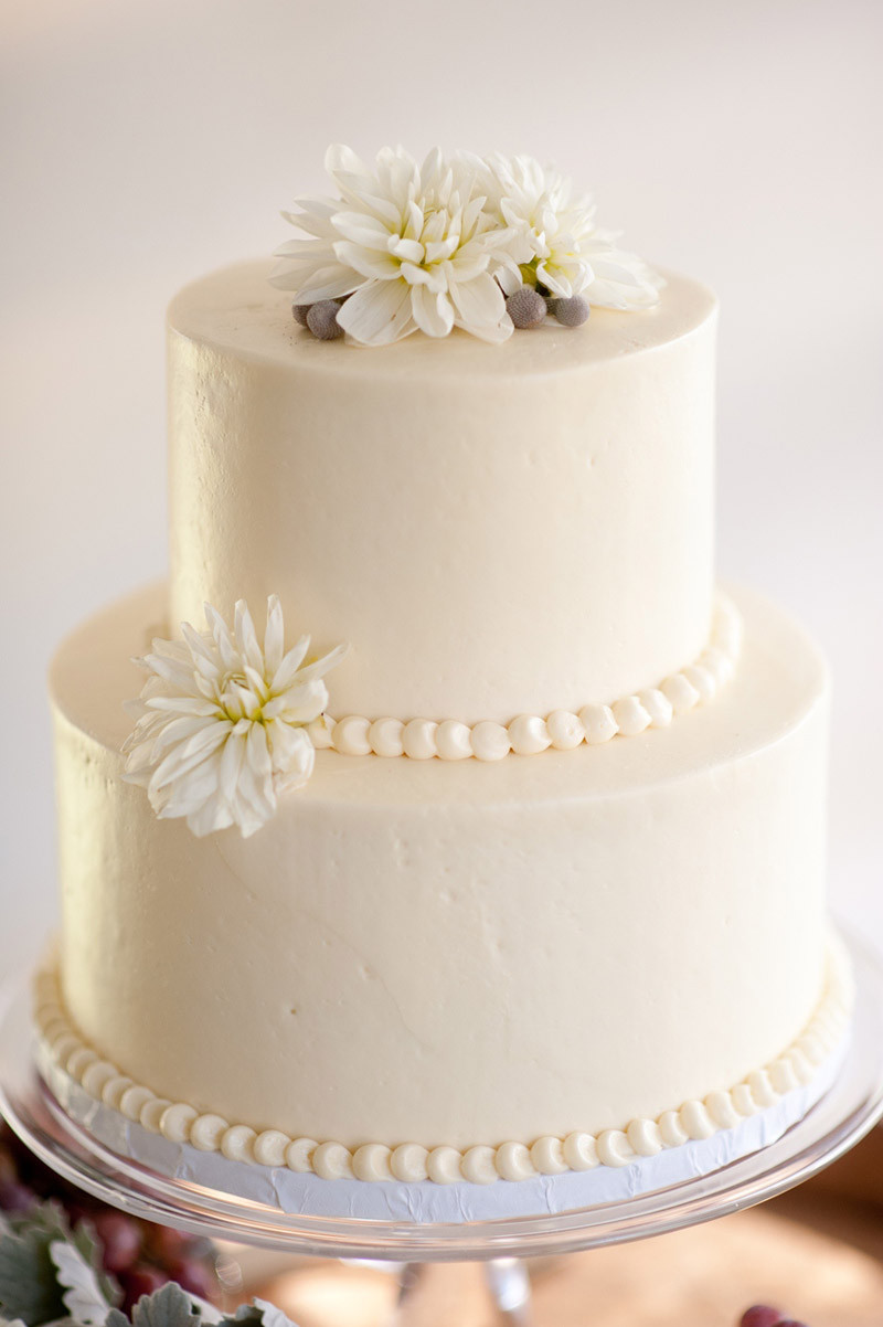 White Wedding Cake With Flowers  White wedding cakes