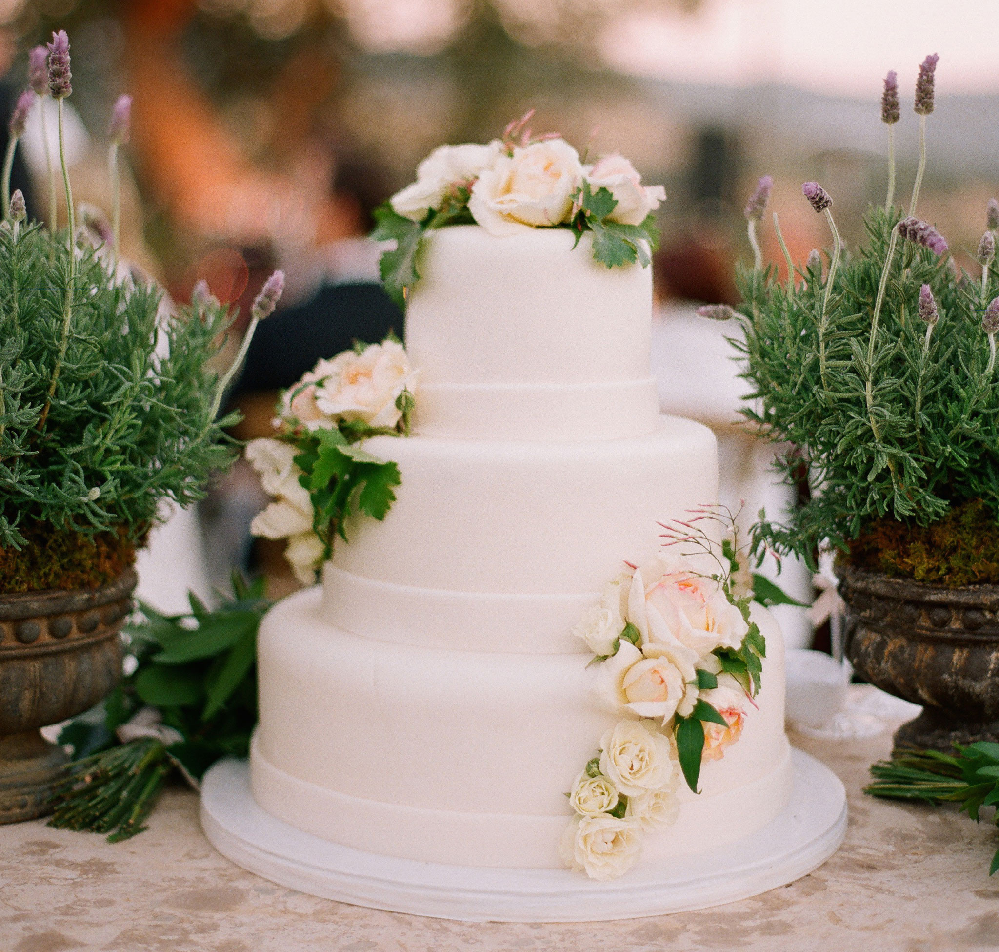 White Wedding Cake With Flowers  Wedding Cakes 20 Ways to Decorate with Fresh Flowers