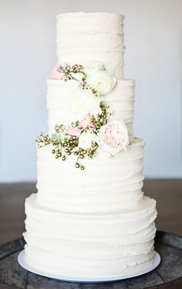 White Wedding Cake With Flowers  30 Delicate White Wedding Cakes