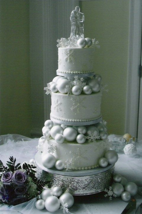 Winter Wonderland Wedding Cakes  6 Super Dreamy Winter Wonderland Wedding Cakes