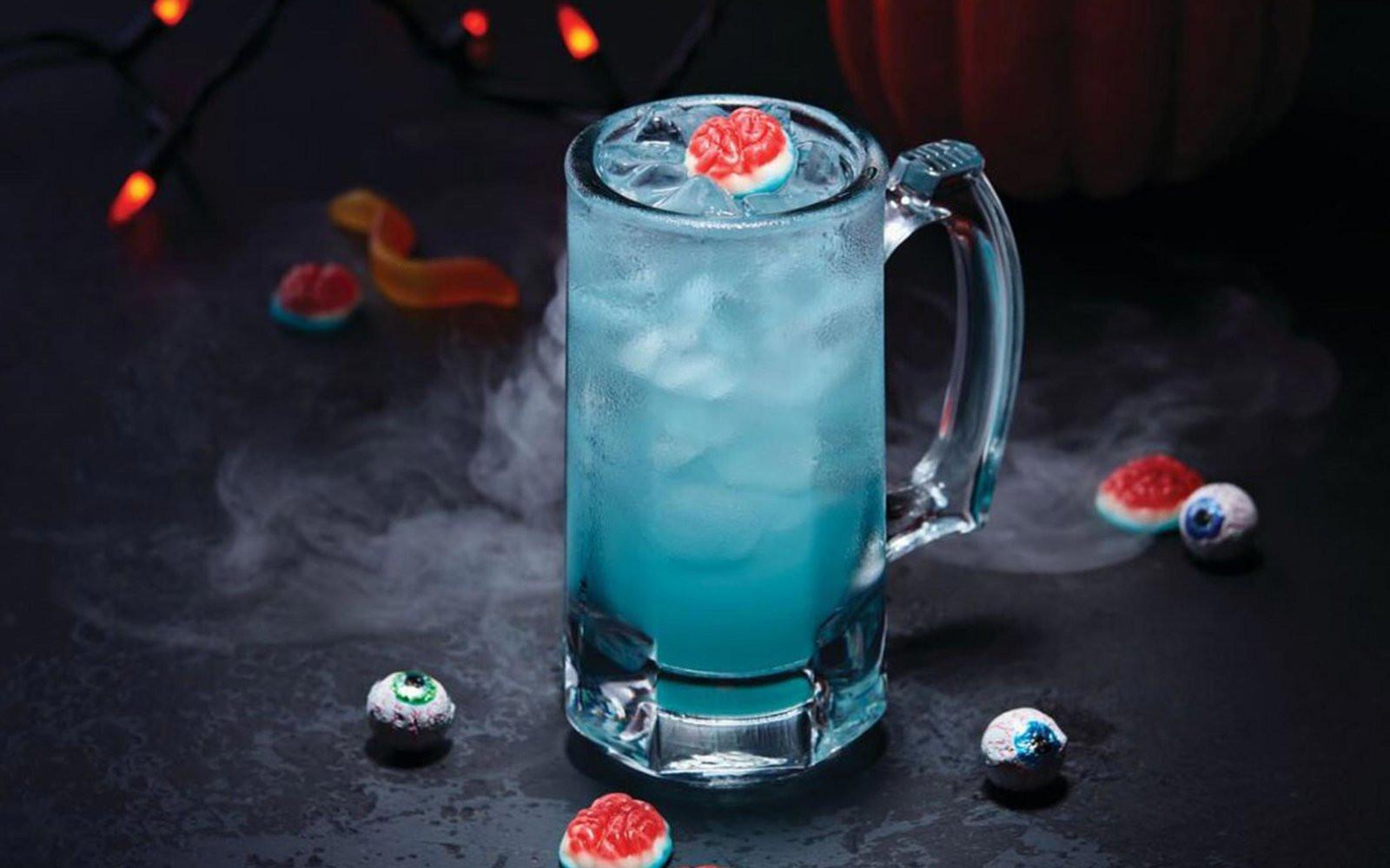 Applebees Halloween Drinks  Applebee s Is Celebrating Halloween With $1 Zombie