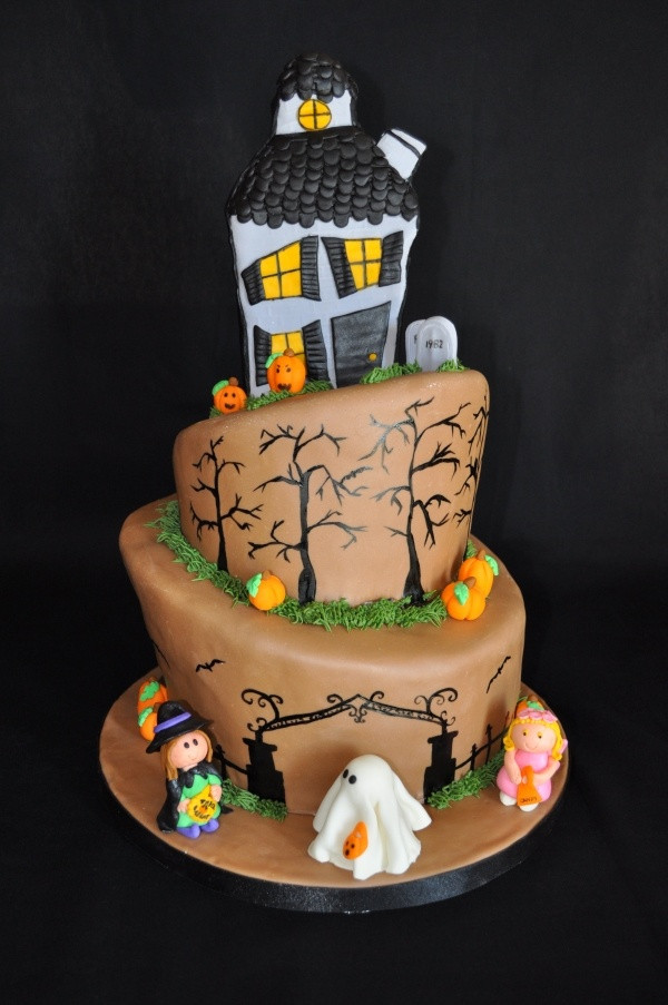 Best Halloween Cakes  17 Best ideas about Haunted House Cake on Pinterest