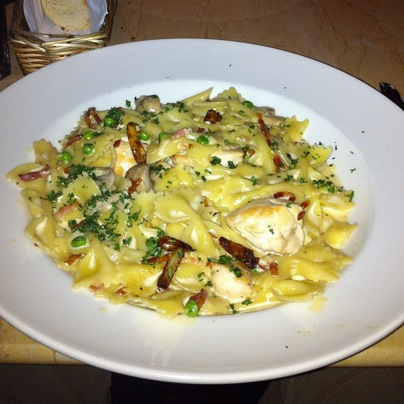 Cheesecake Factory Farfalle With Chicken And Roasted Garlic  The Cheesecake Factory Farfalle Pasta With Chicken