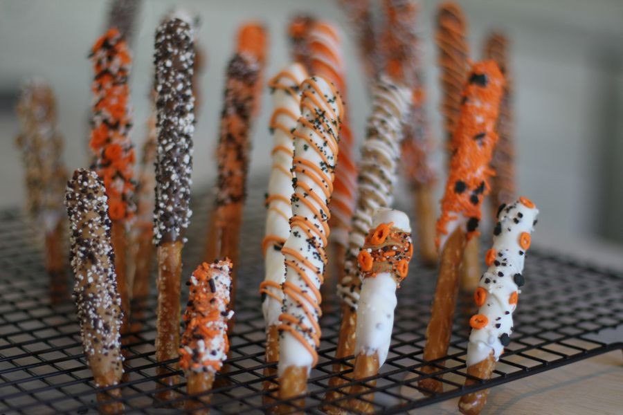 Chocolate Dipped Pretzels For Halloween  more pretzels – Real Girl s Kitchen
