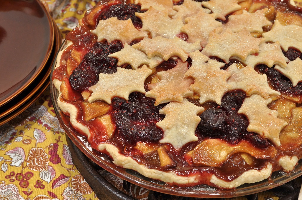 Christmas Apple Pie  Caramel Apple Pie with Cranberry Cherry pote