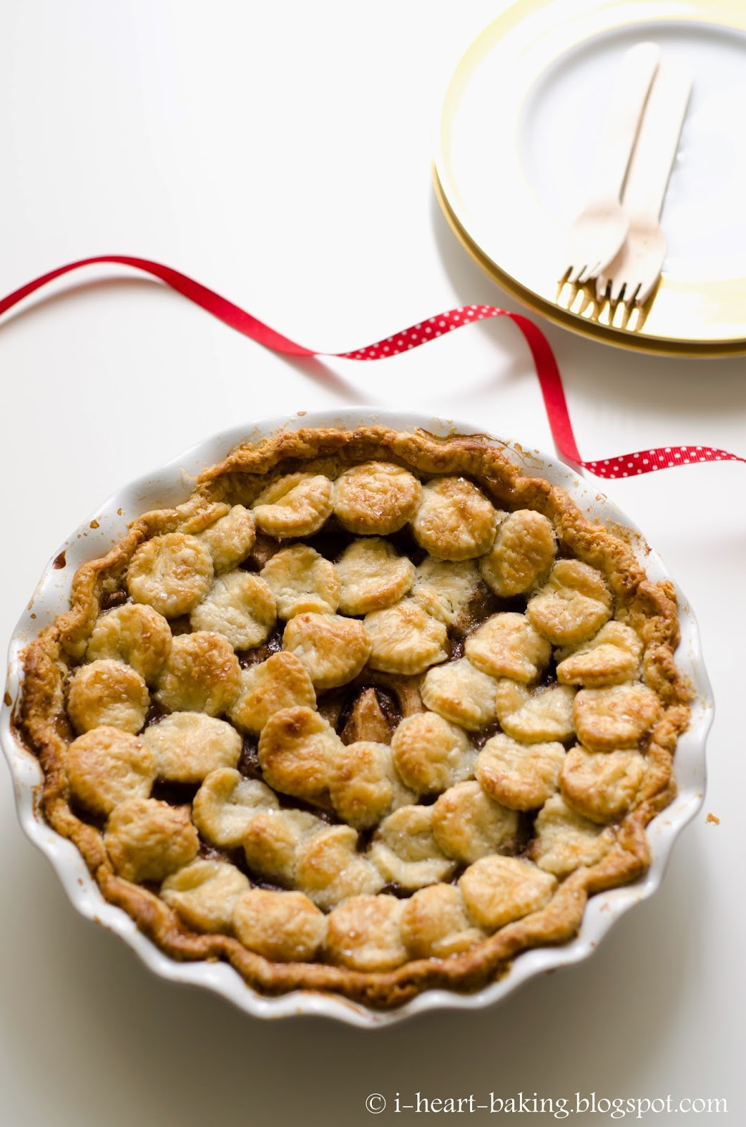 Christmas Apple Pie  i heart baking christmas wreath shingled apple pie