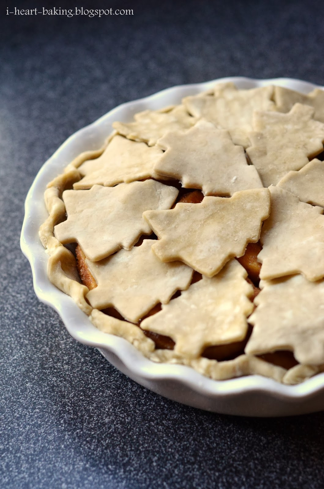 Christmas Apple Pie  i heart baking christmas tree cutout apple pie