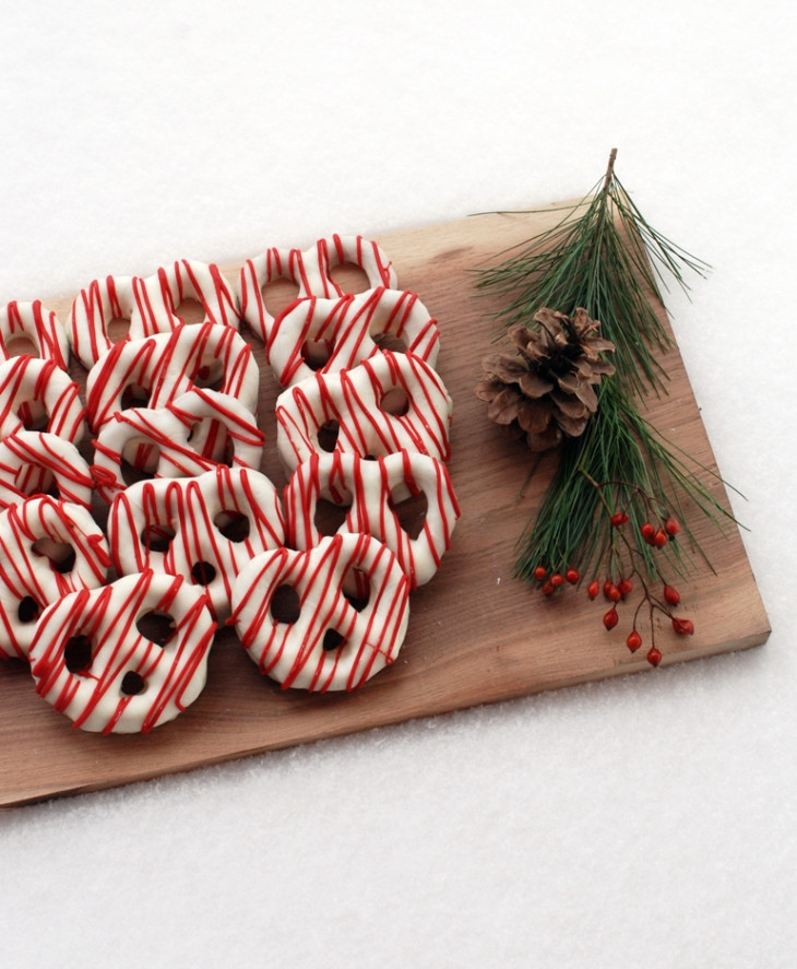 Christmas Chocolate Dipped Pretzels  Chocolate Covered Pretzels – Christmas Style The