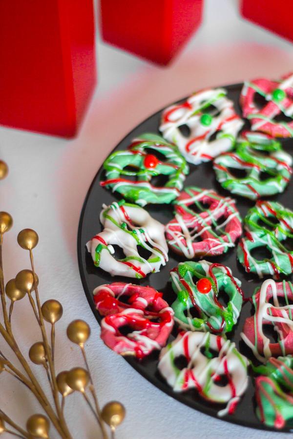 Christmas Chocolate Dipped Pretzels  Christmas Chocolate Covered Pretzels
