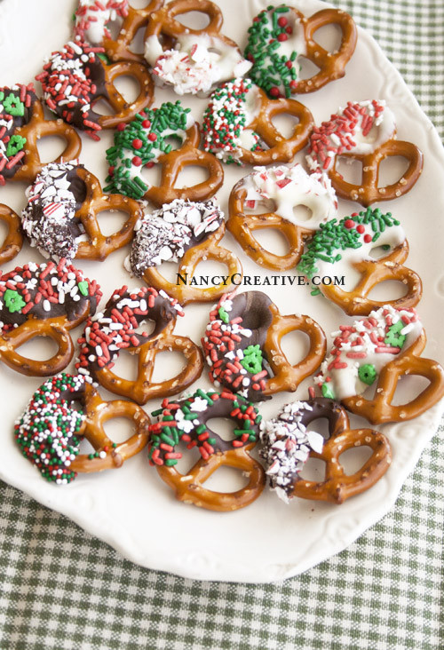 Christmas Chocolate Dipped Pretzels  Christmasy Chocolate Dipped Pretzels