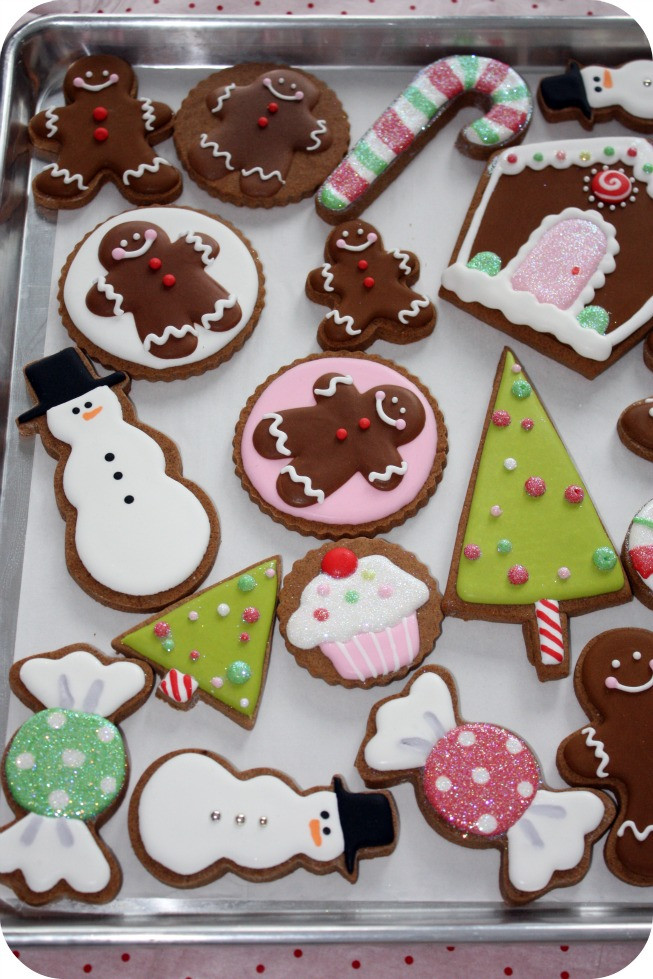 Christmas Cookies Decorated  Staying Organized While Decorating Cookies – 10 Tips