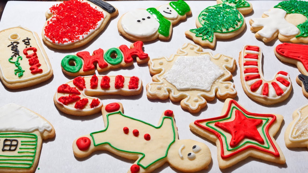 Christmas Cookies Decorated  How to Make Easy Christmas Sugar Cookies The Easiest Way