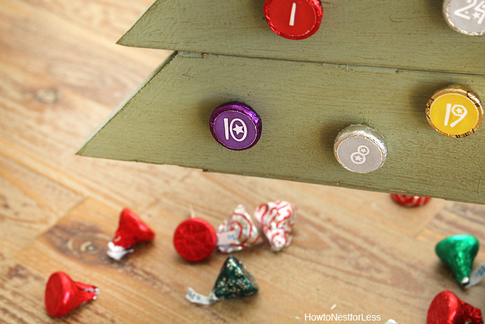 Christmas Countdown Calendar With Candy  Hershey s Kisses DIY Christmas Countdown Calendar How to