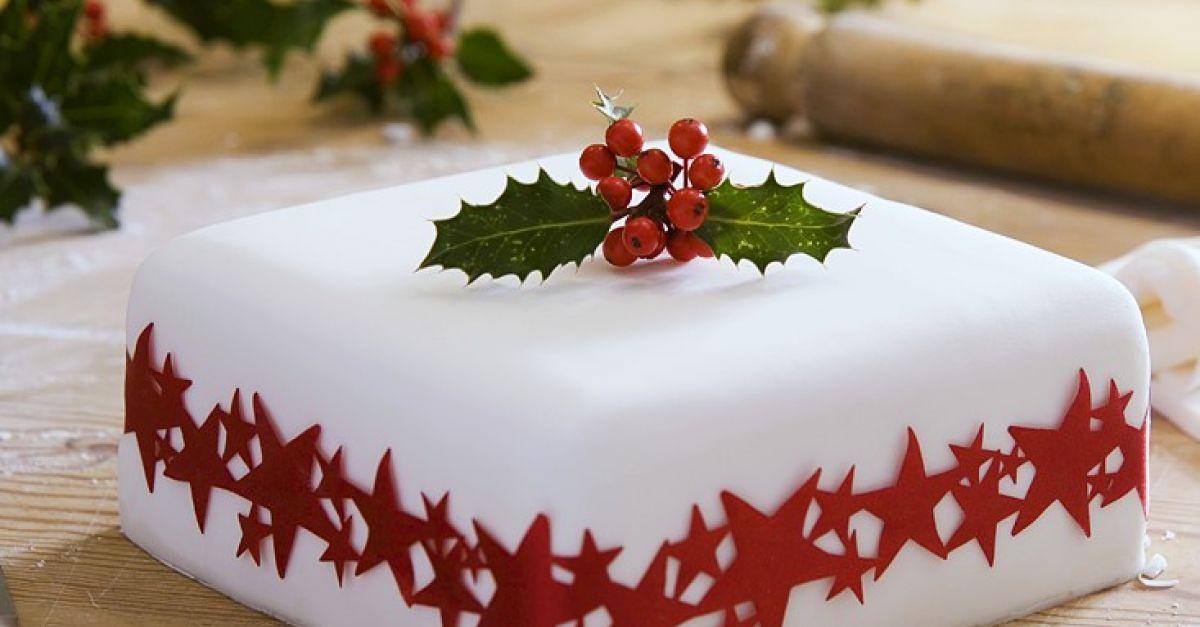Christmas Spice Cake  Christmas Spice Cake with Fondant Recipe